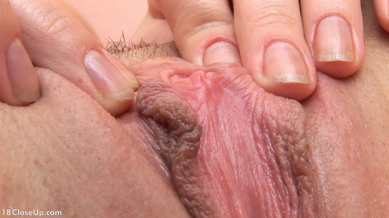 Stretched close open pussy up