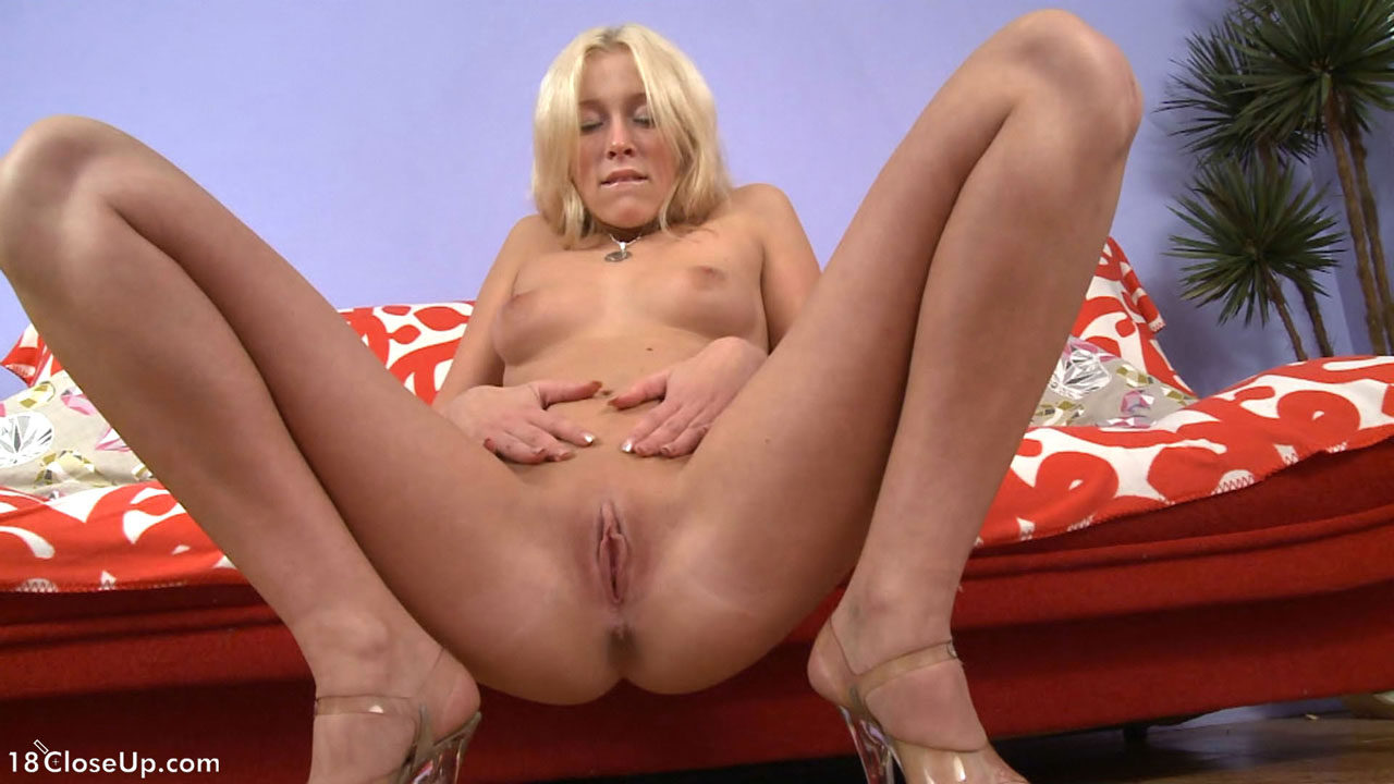 18yo teen rubs her pussy 7