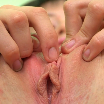 Patricia Shows Her Cunt Stretched Open - Picture 3