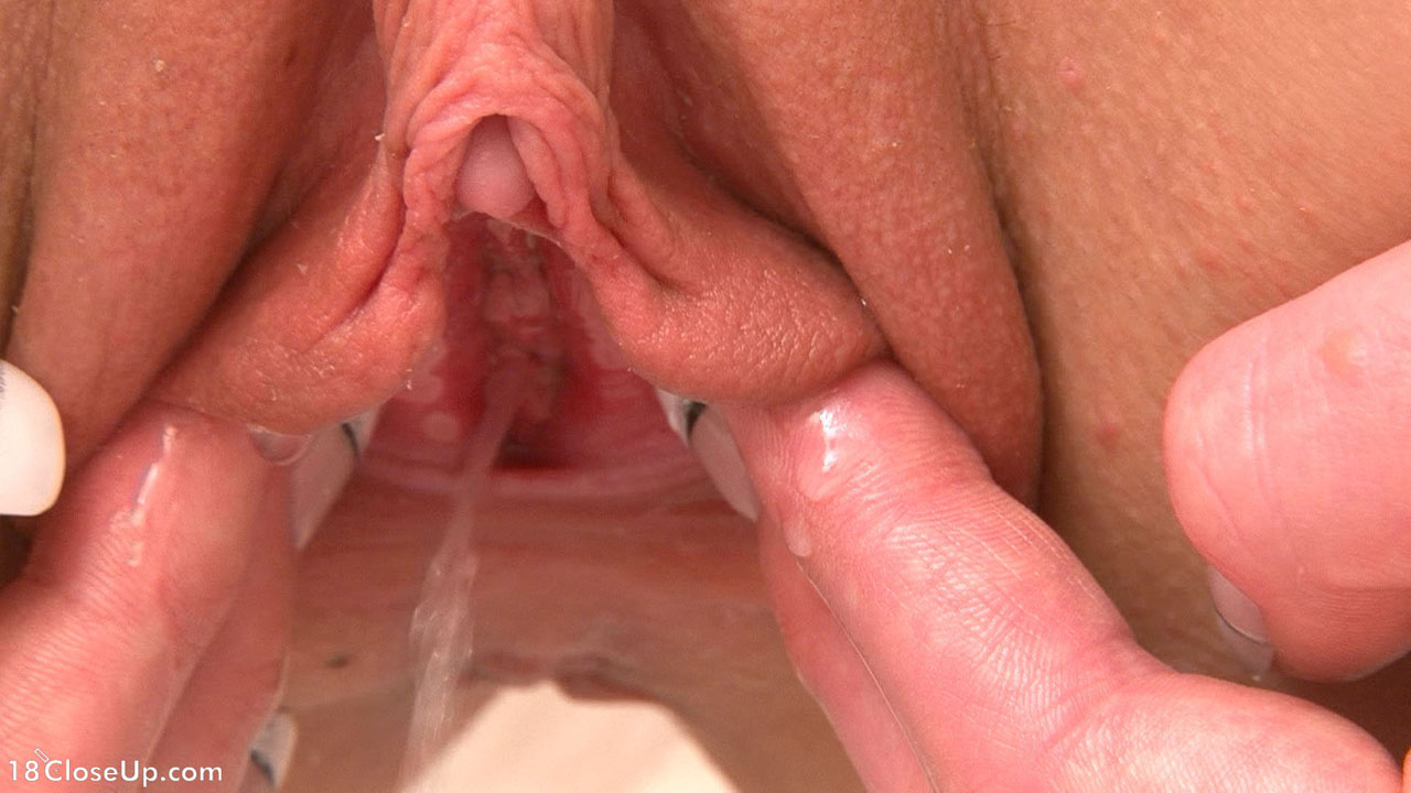 Clit stimulation on x hamster